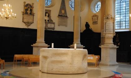 Henry-Moore-altar