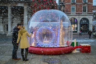 Covent-Garden-LEGO-snow-globe