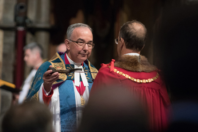 The-Dean-of-Westminster,-the-Very-Reverend-Dr-John-Hall-receives-the-sword-of-Henry-V