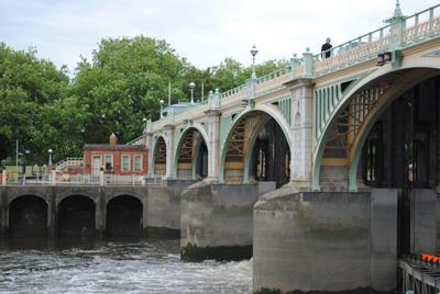 Richmond-Weir