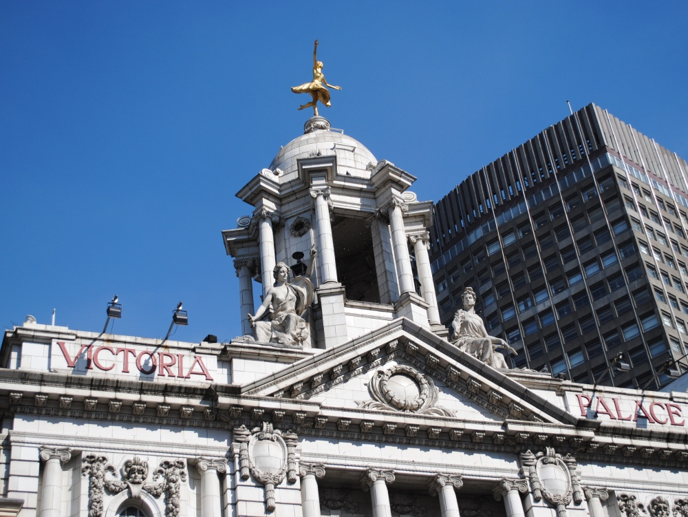 10 (lesser known) memorials to women in London – 9. Anna Pavlova…   Exploring London