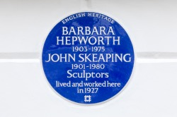 This image has an empty alt attribute; its file name is hepworth-and-skeaping-blue-plaque.jpg